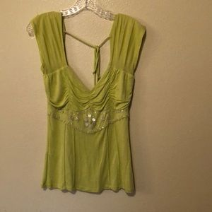 To the max top, size medium light green